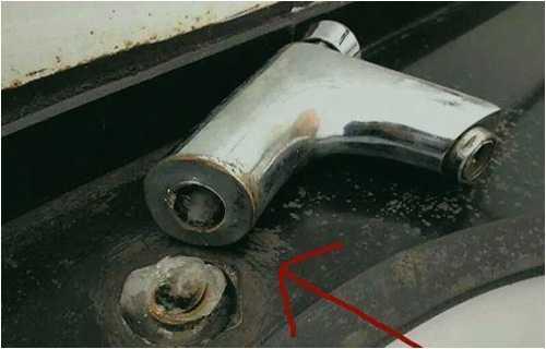 工人师傅指出6处关键点 水龙头生锈扭不下来