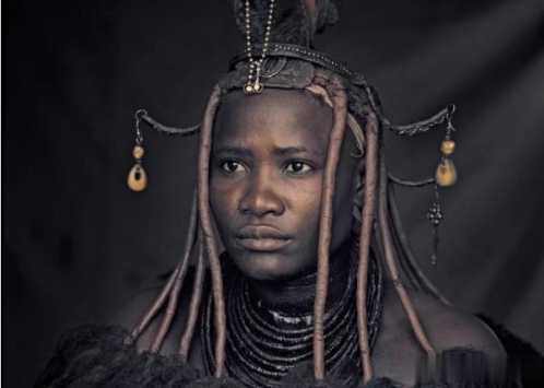"""女性以""""赤裸""""为美 非洲原始部落的性"""