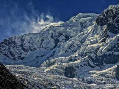 不仅仅只有珠穆朗玛峰 高山峰